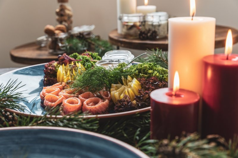 menu tavola apparecchiata antipasti salmone decorazioni natale