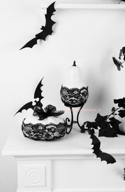 camino bianco decorazioni halloween pizzo nero pipistrelli zucca