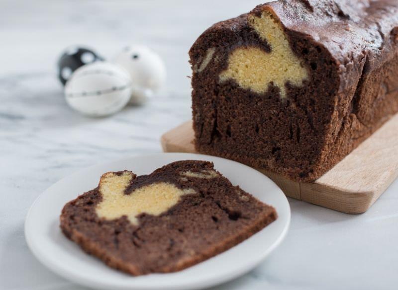 plumcake variegato bicolore cioccolato vaniglia prima colazione con sorpresa forma coniglietto