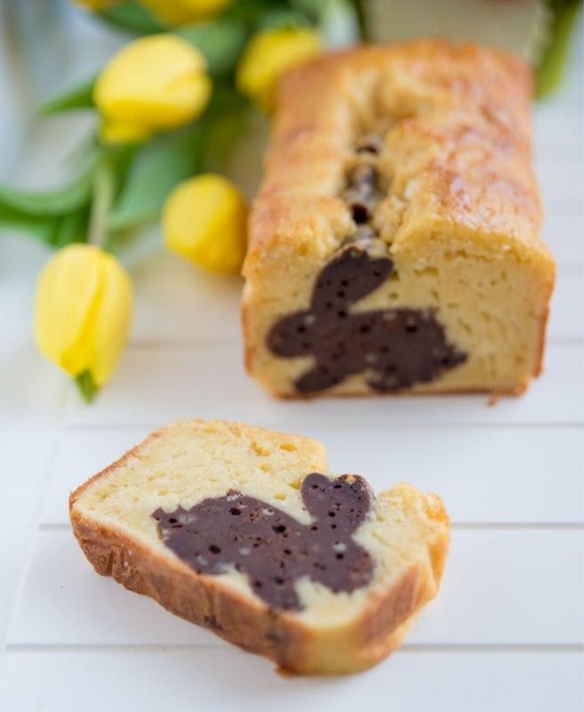plumcake con sorpresa vaniglia cacao fiori tulipani gialli torta pasqua