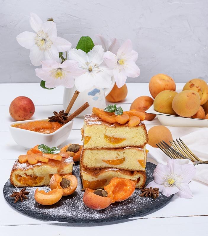 dolce albicocche plum cake fiori