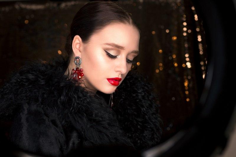 Makeup Natale e Capodanno: come truccarsi per le Feste labbra rossetto rosso eyeliner