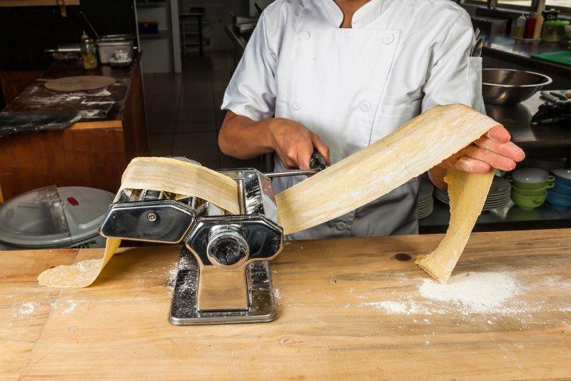 preparazione sfoglia lasagna pasta macchina nonna papera