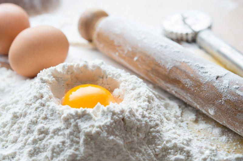farina a fontana uova matterello impasto pasta