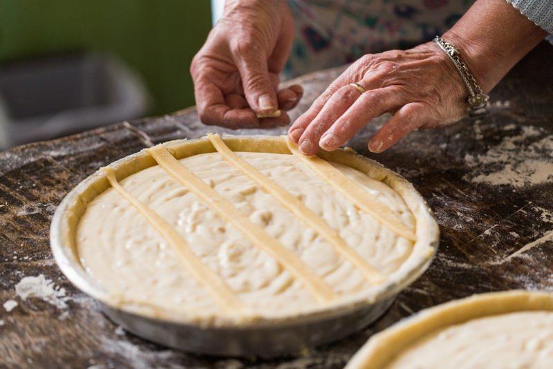 preparazione pastiera decorazione strisce pasta frolla
