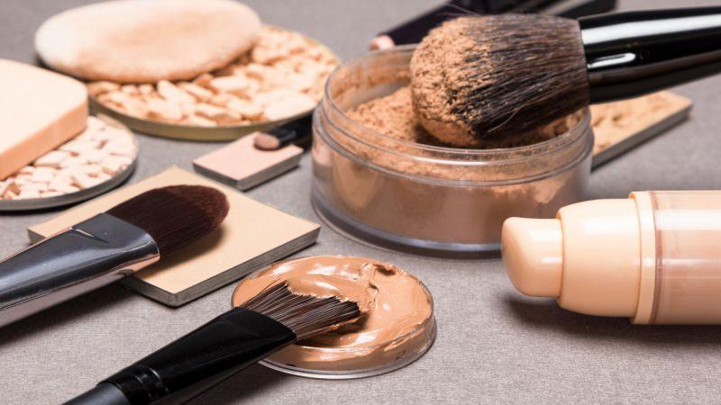 trucco accessori prodotti make-up fondotinta pennelli