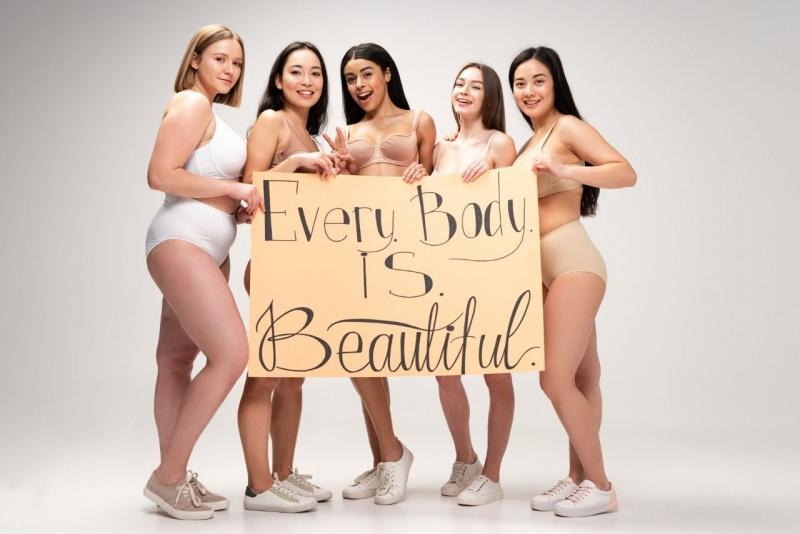 prova costume ogni corpo è bello donne fisico diverso bellezza
