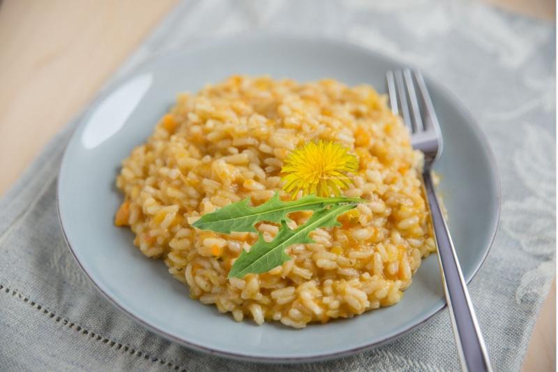 risotto fiori e foglie tarassaco dente di leone primo piatto pronto forchetta