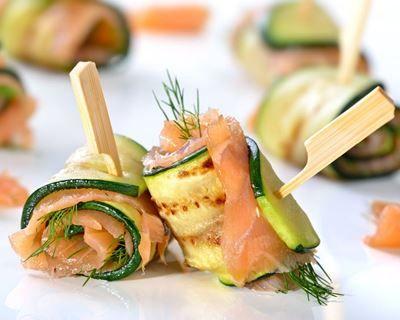 Involtini di zucchine e salmone affumicato Il menu di San Valentino per preparare una cena romantica