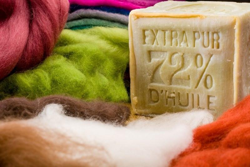 spone di Marsiglia all'olio oliva tessuti lana colori