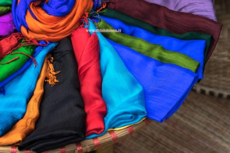 sciarpe di seta colorate arancione blu rosa azzurro nero