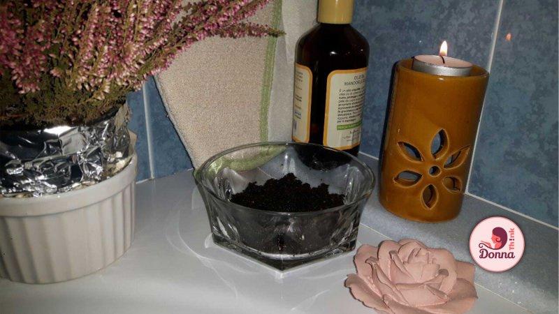 scrub corpo caffè olio cocco pianta fiori erica rosa