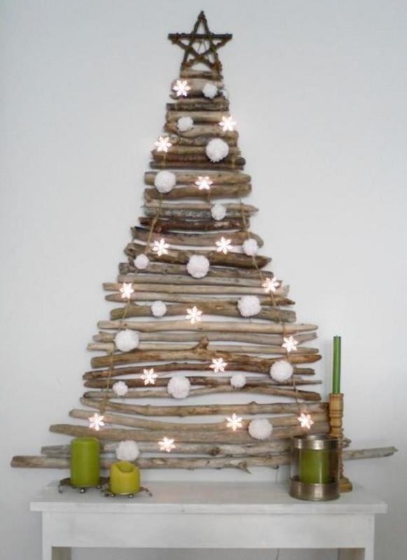 Albero di Natale in stile scandinavo | Decorazioni natalizie nordiche albero fatto con rami legno a muro stelle palle candele verdi