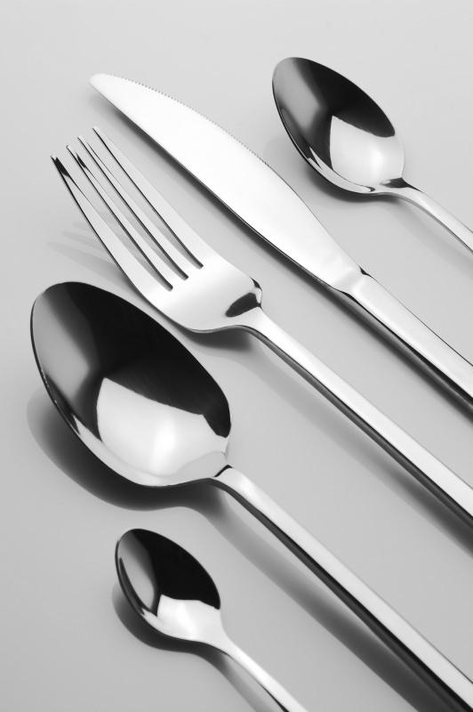 cucchiaio forchetta cucchiaini posate in acciaio lucido