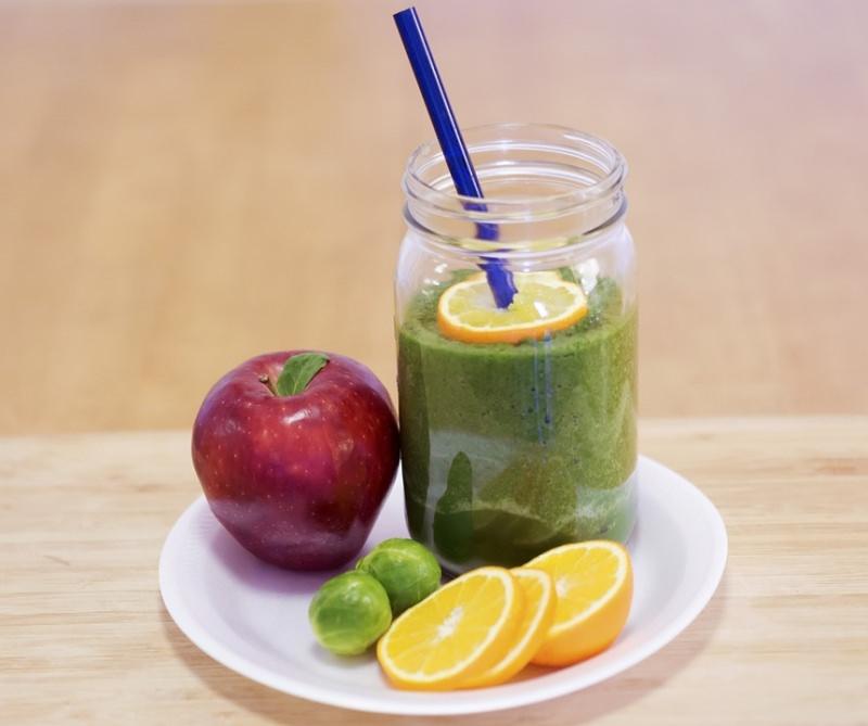 centrifugato frutta verdura mela arancia cavolini fetta limone