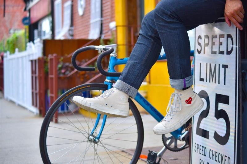 scarpe ginnastica casual chic sneakers bianche cuore ruote bici