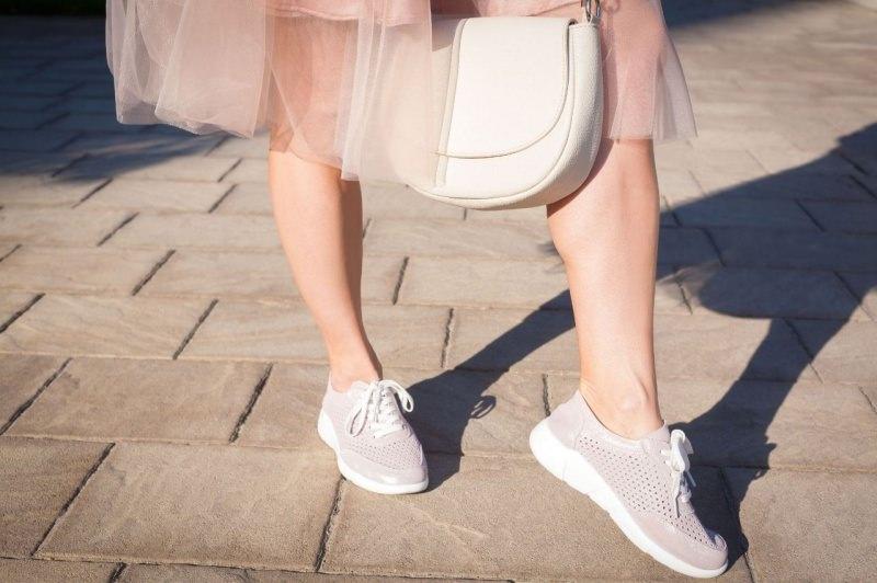 sneakers rosa cipria beige gonna tulle rosa borsa