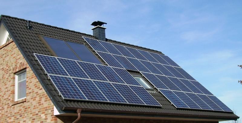 Casa: vantaggi economici e ambientali. Ecco perché scegliere i pannelli solari, conviene. fotovoltaico