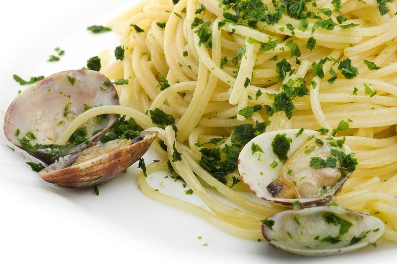 spaghetti alle vongole veraci prezzemolo piatto pronto
