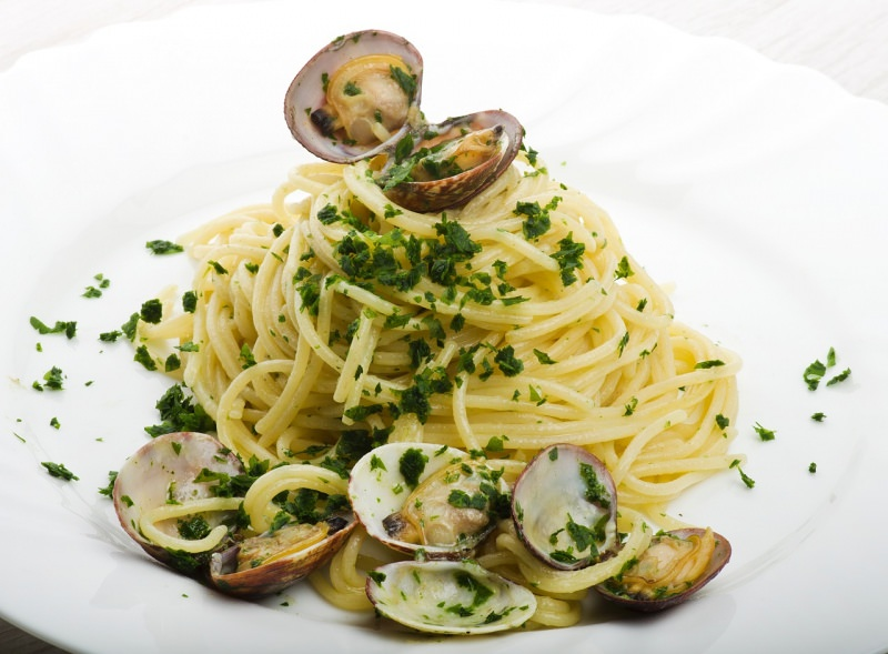 spaghetti alle vongole veraci piatto pasta pronto prezzemolo
