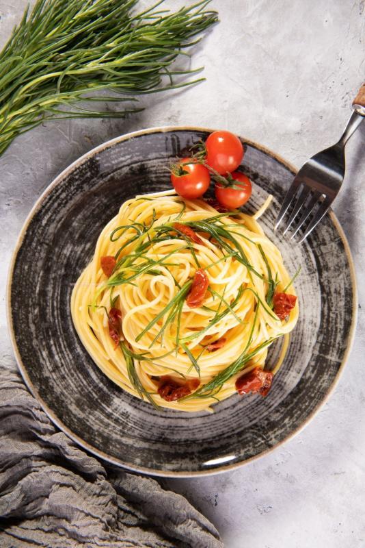 spaghetti con barba di frate agretti pomodorini primo piatto pronto tavola forchetta