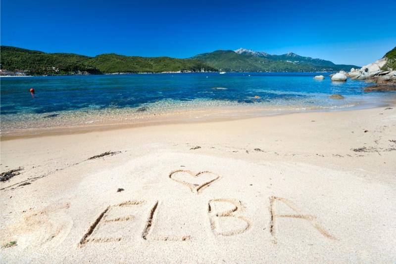 spiaggia mare isola d'Elba bosco
