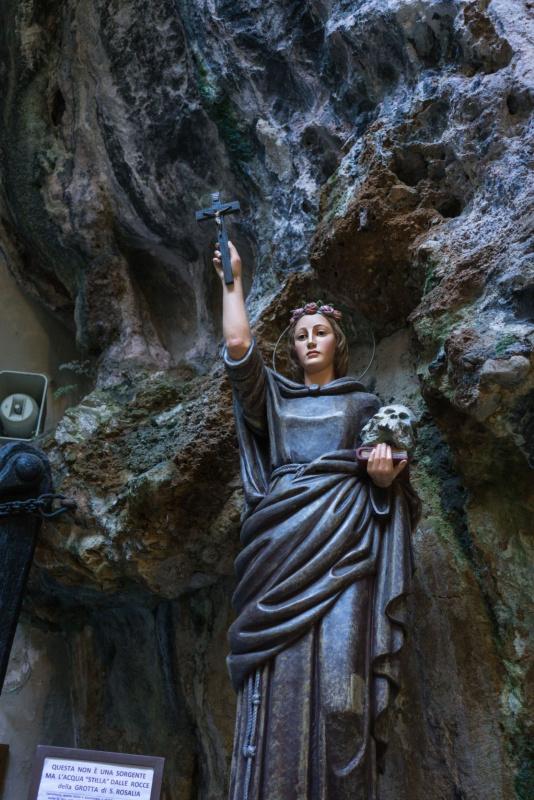ingresso santuario monte Pellegrino statua Santa Rosalia protettrice Palermo