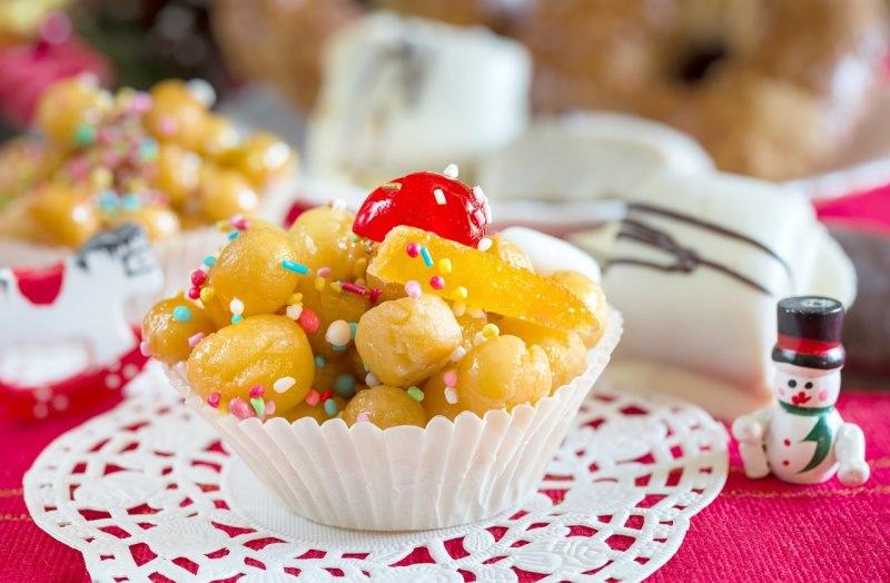 struffoli dolce natale pirottino confetti frutta candita