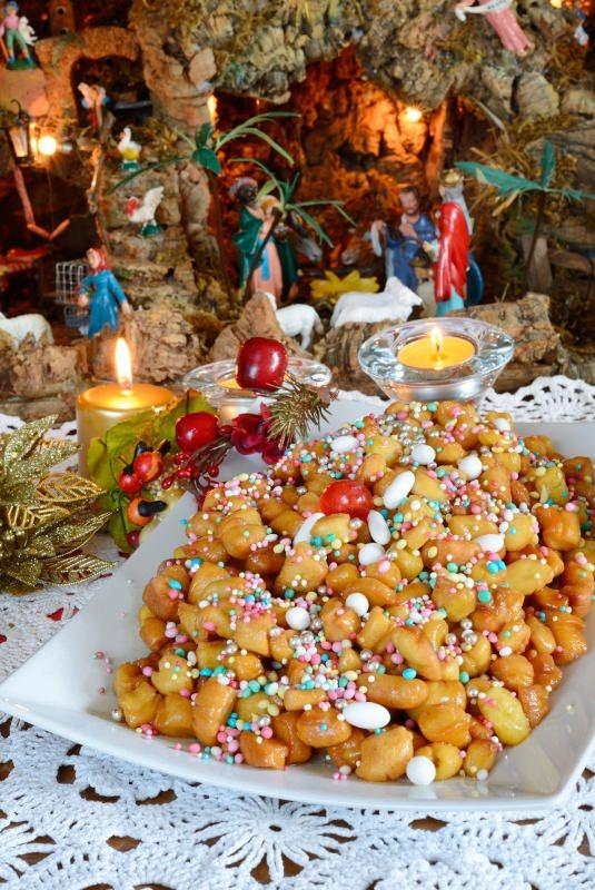 struffoli dessert dolce natale decorazioni natalizie presepe