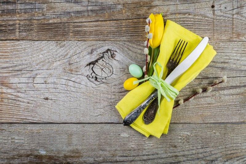 place setting segnaposto tovalgiolo tulipano giallo fresco posate