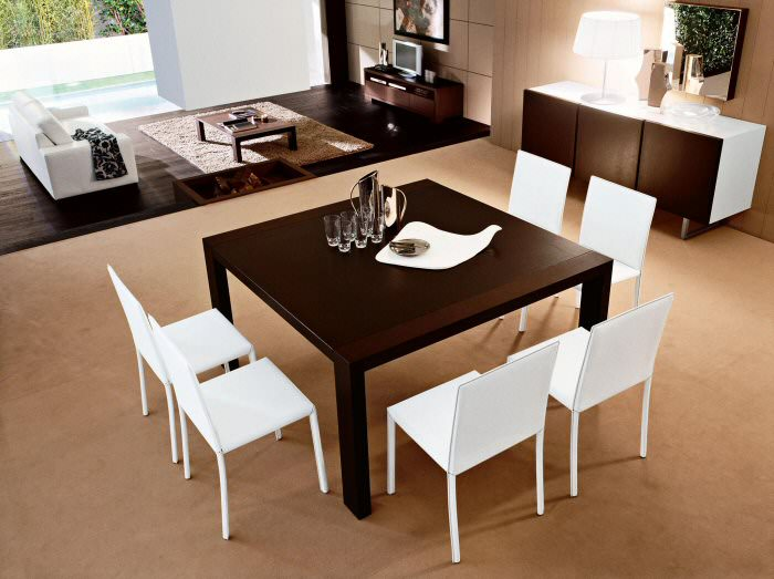 Arredamento: vivere con stile il moderno tavolo legno scuro quadrato sedie bianche bicchieri caraffa soggiorno divano bianco tappeto parquet tv