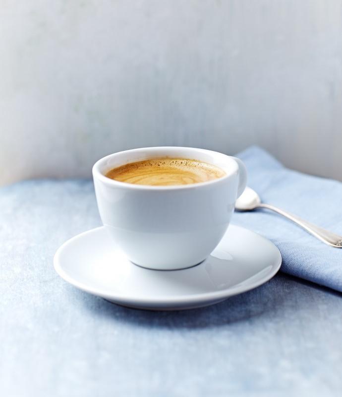 tazzina caffè espresso con schiuma piattino