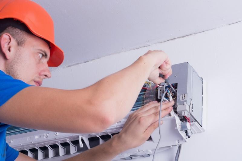 tecnico riparazione condizionatore s'aria split unità interna