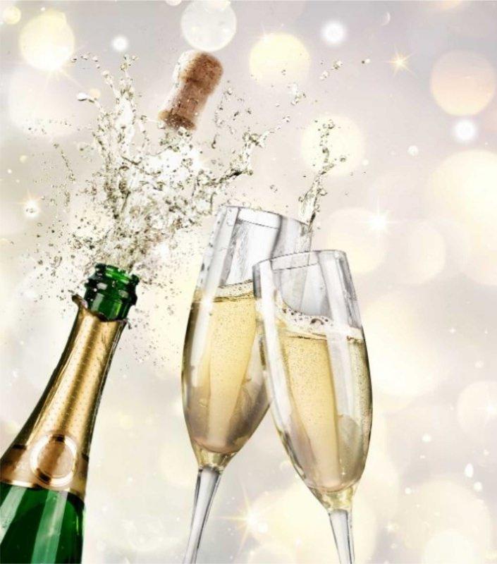 bottiglia champagne stappata effervescenza flute bollicine flûte brindisi vino spumante