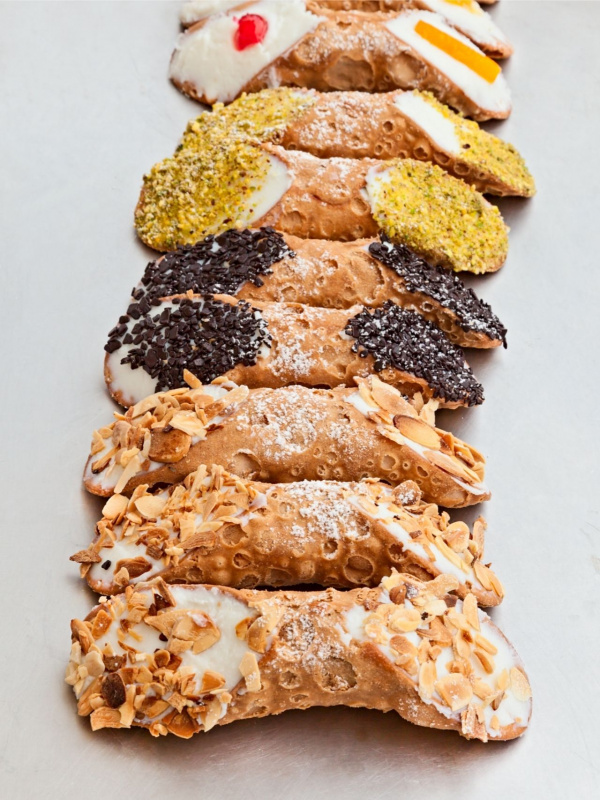tipi di cannoli siciliani dolce di ricotta cialda croccante