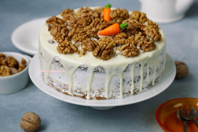 torta carote noci e crema al mascarpone dessert dolce alzata per torte