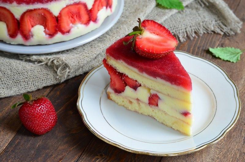 fetta torta di fragole fraisier cake panna