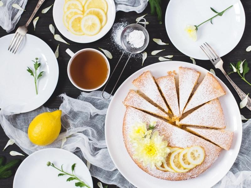 torta soffice al limone con crema tavolo tè