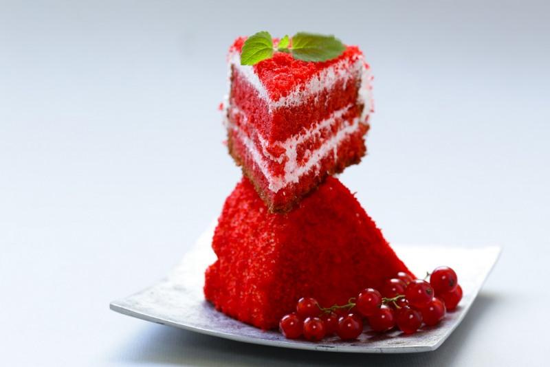 red velvet cake torta velluto rosso fette ribes