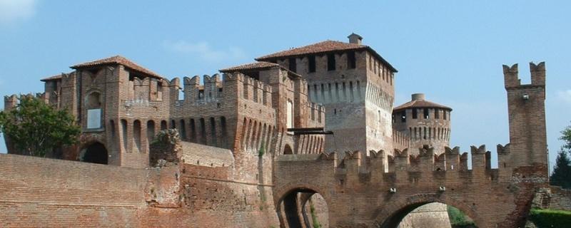 Gite scolastiche per bambini: quali sono le mete migliori? borgo antico Soncino provincia di Cremona rocca sforzesca