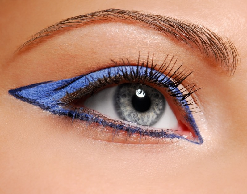 eyeliner azzurro colorato
