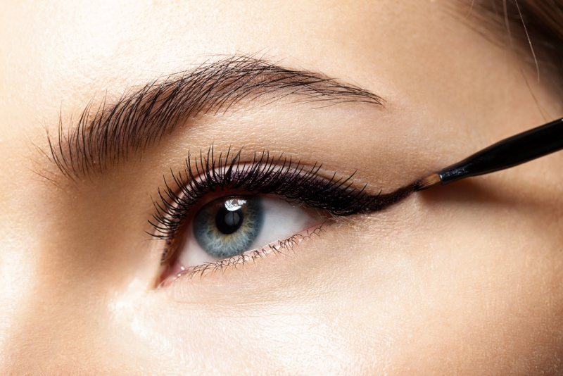 make-up occhio azzurro eyeliner nero
