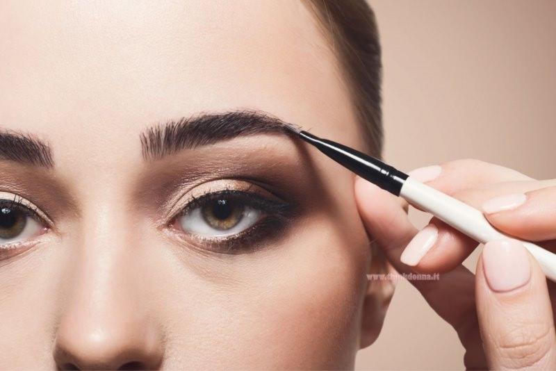 trucco makeup occhi castano marrone pennello