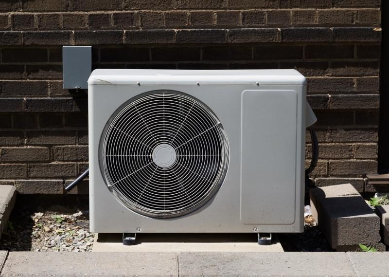 pulizia unità esterna condizionatore d'aria