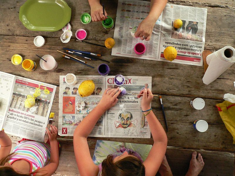 come dipingere uova di pasqua fai da te hobby bambini colori