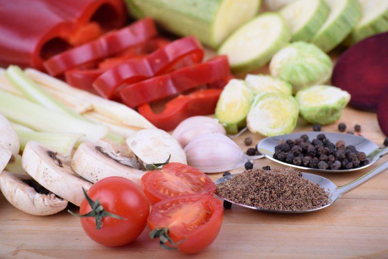 Menu di Natale Antipasti | Funghi ripieni di verdure pomodoro zucchina pepe nero grani cucchiaio