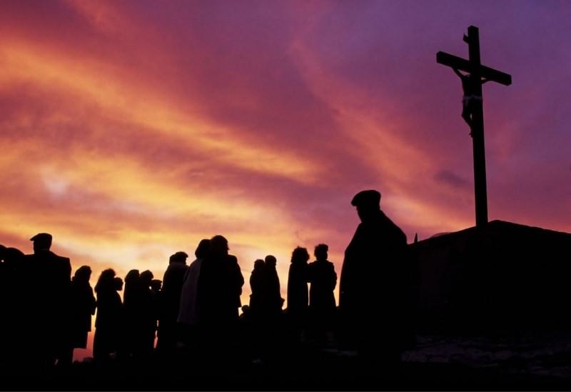 fedeli preghiera calvario croce venerdì santo