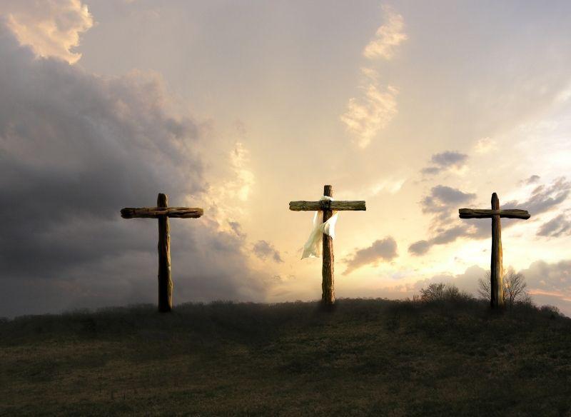 tre croci calvario venerdì santo cielo nuvole