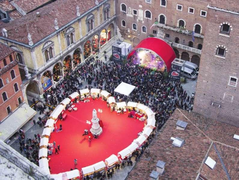 Verona in love san Valentino Piazza dei Signori cortile