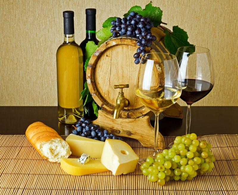 botte bottiglie vino rosso bianco uva formaggio